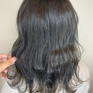 シルバーアッシュ ナチュラル セミロング 可愛い ヘアスタイルや髪型の写真・画像