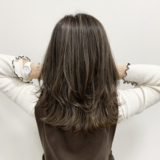 ミディアム ハイライト ヘアカラー 大人ハイライト ヘアスタイルや髪型の写真・画像
