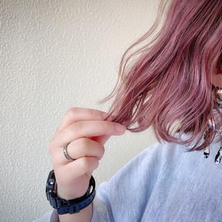ラベンダーピンク 3Dハイライト ストリート ボブ ヘアスタイルや髪型の写真・画像