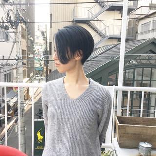 アッシュベージュ ハンサムショート ネイビーアッシュ ショート ヘアスタイルや髪型の写真・画像