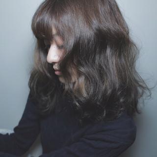 グレージュ ナチュラル 外国人風 グラデーションカラー ヘアスタイルや髪型の写真・画像