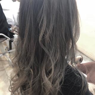 グラデーションカラー セミロング グレージュ ハイライト ヘアスタイルや髪型の写真・画像