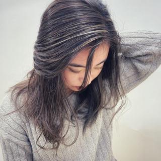 エレガント ハイライト グレージュ デート ヘアスタイルや髪型の写真・画像