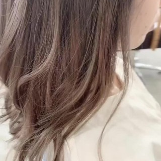 大人かわいい ホワイトベージュ バレイヤージュ ベージュ ヘアスタイルや髪型の写真・画像