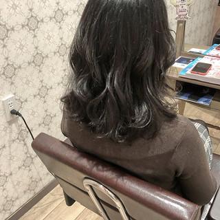アッシュ アッシュグレージュ ナチュラル ミディアム ヘアスタイルや髪型の写真・画像