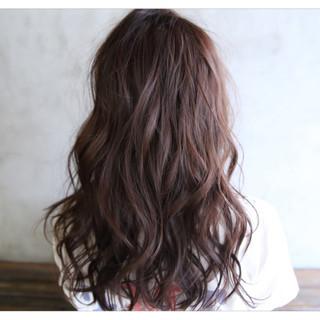 ベリーピンク 外国人風 セミロング フェミニン ヘアスタイルや髪型の写真・画像