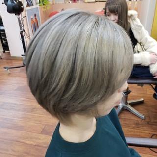 防府市 ショート グレージュ ダブルカラー ヘアスタイルや髪型の写真・画像