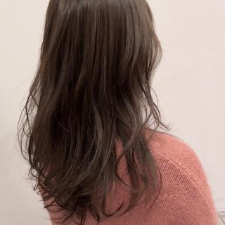 オフィス ナチュラル ロング アッシュベージュ ヘアスタイルや髪型の写真・画像