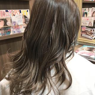 外国人風カラー アッシュグレージュ アッシュグレー グレージュ ヘアスタイルや髪型の写真・画像