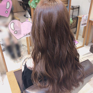 ツヤツヤ 可愛い プラチナムカラー ロング ヘアスタイルや髪型の写真・画像