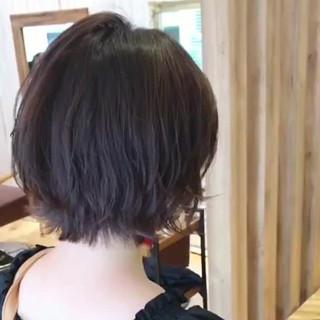 小顔 ショートボブ フェミニン 大人かわいい ヘアスタイルや髪型の写真・画像