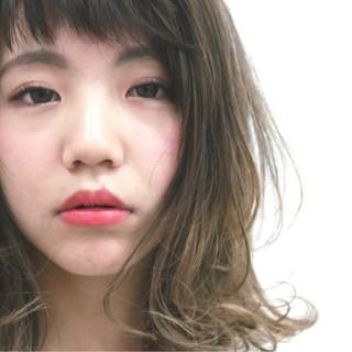 ミディアム グラデーションカラー ハイライト フェミニン ヘアスタイルや髪型の写真・画像