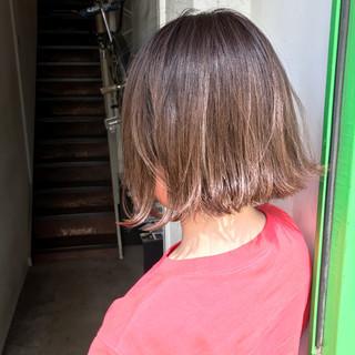ナチュラル 切りっぱなし ボブ ハイライト ヘアスタイルや髪型の写真・画像