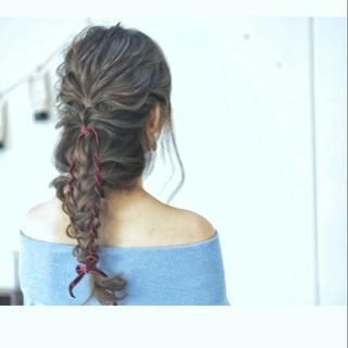 フィッシュボーン ヘアアレンジ セミロング 大人かわいい ヘアスタイルや髪型の写真・画像