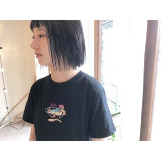 前下がりボブ ナチュラル 黒髪 ワイドバング ヘアスタイルや髪型の写真・画像
