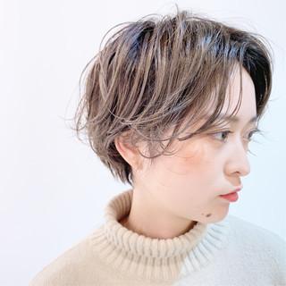 ミルクティーベージュ ハンサムショート パーマ ショート ヘアスタイルや髪型の写真・画像
