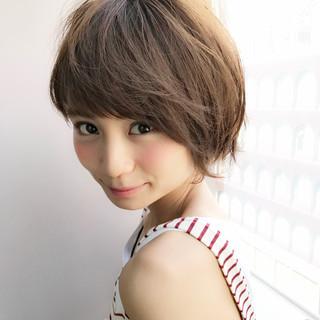 大人かわいい ガーリー 斜め前髪 色気 ヘアスタイルや髪型の写真・画像