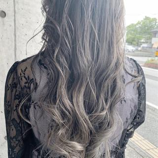 透明感カラー セミロング グレージュ ホワイトグレージュ ヘアスタイルや髪型の写真・画像 ヘアスタイルや髪型の写真・画像