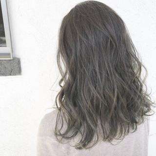 セミロング 透明感カラー グレージュ オフィス ヘアスタイルや髪型の写真・画像