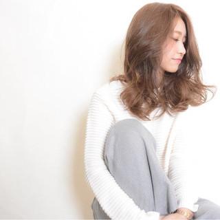 外国人風 グラデーションカラー ゆるふわ 大人かわいい ヘアスタイルや髪型の写真・画像