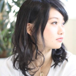 セミロング 巻き髪 ロング ナチュラル ヘアスタイルや髪型の写真・画像