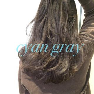 グラデーションカラー アッシュグレージュ ロング レイヤーカット ヘアスタイルや髪型の写真・画像