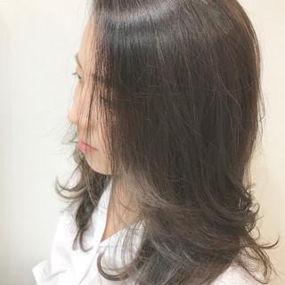 アッシュグレージュ 上品 オフィス アッシュベージュ ヘアスタイルや髪型の写真・画像 ヘアスタイルや髪型の写真・画像