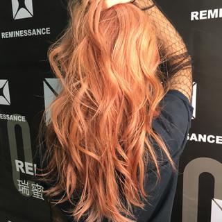 ガーリー ハイトーン ロング パーマ ヘアスタイルや髪型の写真・画像