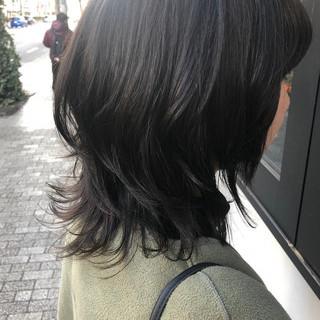 暗髪 アディクシーカラー ブルーアッシュ ミディアム ヘアスタイルや髪型の写真・画像