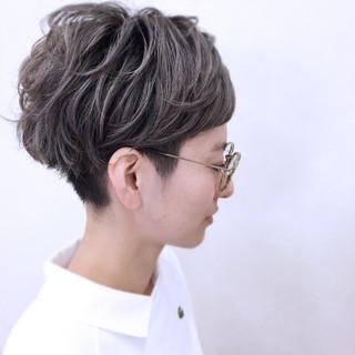 小顔 ストリート ニュアンス ショート ヘアスタイルや髪型の写真・画像 ヘアスタイルや髪型の写真・画像