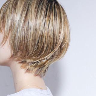 ナチュラル ミルクティーベージュ ボブ コントラストハイライト ヘアスタイルや髪型の写真・画像