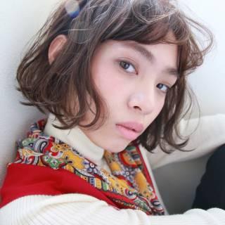 ウェーブ 耳かけ 外ハネ 外国人風 ヘアスタイルや髪型の写真・画像