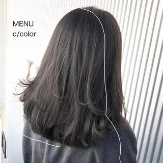 グレージュ ストレート ミディアム 前髪 ヘアスタイルや髪型の写真・画像