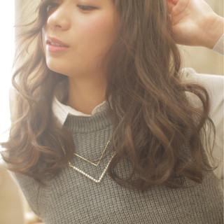大人かわいい セミロング フェミニン ナチュラル ヘアスタイルや髪型の写真・画像