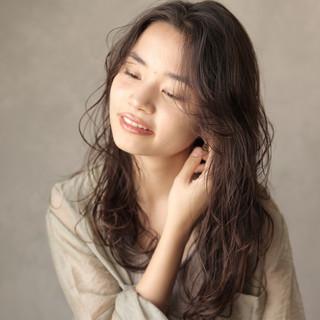 デジタルパーマ ゆるふわパーマ ロング カジュアル ヘアスタイルや髪型の写真・画像