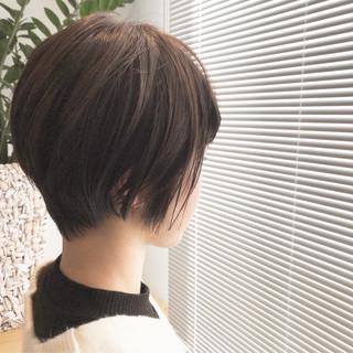 前下がりショート 小顔ショート ハンサムショート ナチュラル ヘアスタイルや髪型の写真・画像 ヘアスタイルや髪型の写真・画像