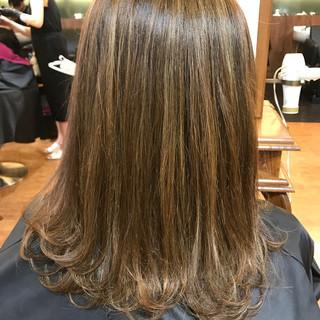 ウェーブ 外ハネ ハイライト かわいい ヘアスタイルや髪型の写真・画像