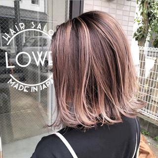 ミディアム ストリート 外国人風カラー ピンクベージュ ヘアスタイルや髪型の写真・画像