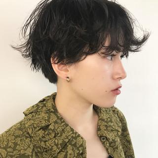 かっこいい ナチュラル パーマ ショートボブ ヘアスタイルや髪型の写真・画像