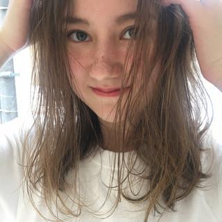 リラックス ガーリー グレージュ ハイライト ヘアスタイルや髪型の写真・画像