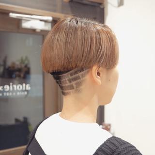 ブリーチカラー ショートヘア モード 刈り上げショート ヘアスタイルや髪型の写真・画像