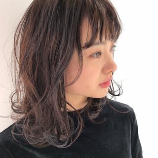 パーマ レイヤーカット ミディアム 外国人風 ヘアスタイルや髪型の写真・画像