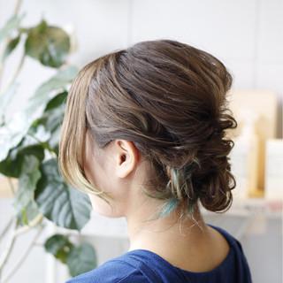 ヘアアレンジ インナーカラー 結婚式 ガーリー ヘアスタイルや髪型の写真・画像