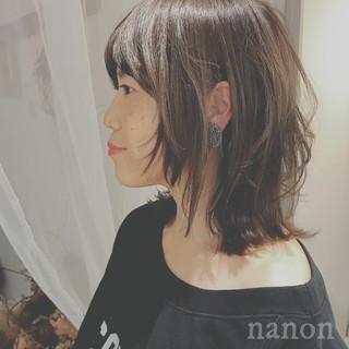 ミディアム ゆるふわ アンニュイ オフィス ヘアスタイルや髪型の写真・画像