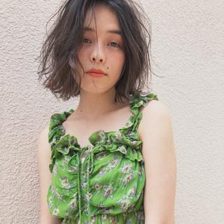 グレージュ デート デジタルパーマ 簡単ヘアアレンジ ヘアスタイルや髪型の写真・画像