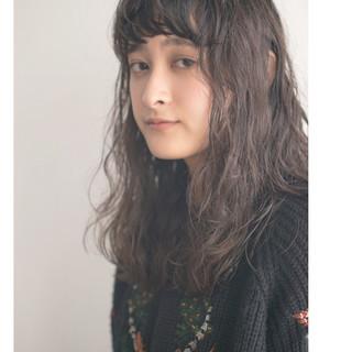 パーマ ウェーブ ロング ナチュラル ヘアスタイルや髪型の写真・画像