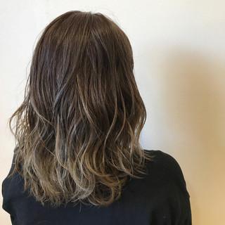 ダブルカラー ナチュラル グラデーションカラー セミロング ヘアスタイルや髪型の写真・画像