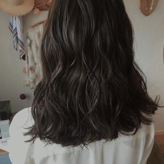 セミロング 上品 リラックス 秋 ヘアスタイルや髪型の写真・画像