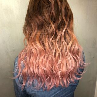 波ウェーブ バレイヤージュ グラデーションカラー ピンク ヘアスタイルや髪型の写真・画像