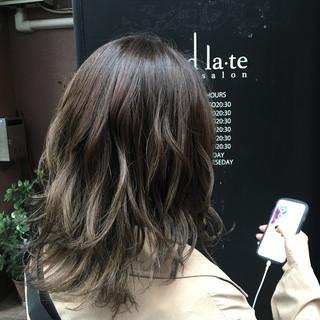グレージュ ヘアカラー グラデーションカラー ナチュラル ヘアスタイルや髪型の写真・画像
